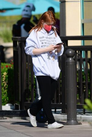 Ariel Winter - Goes to Gelson's Market in Los Angeles