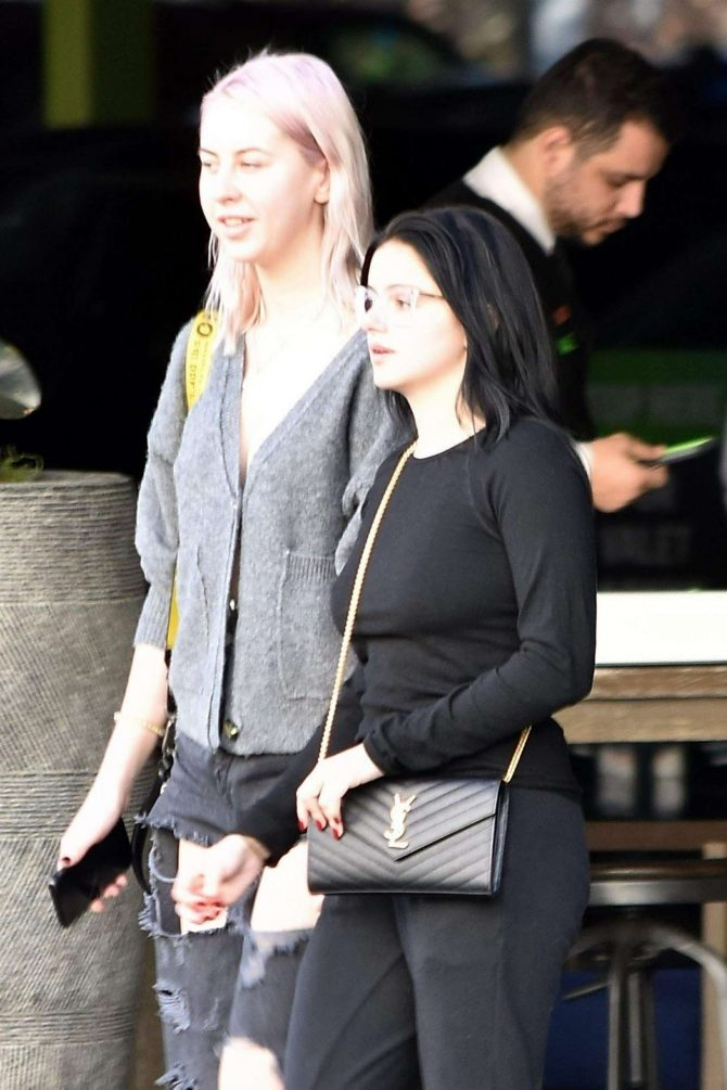 Ariel Winter - Grabs lunch with a friend in Sherman Oaks