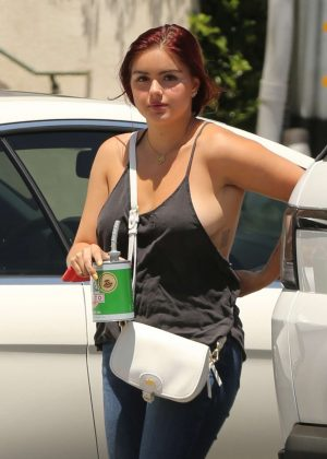 Ariel Winter - Heads to the studio in Los Angeles