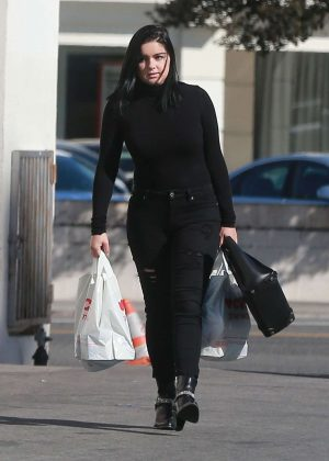 Ariel winter in black outfit out shopping in studio city