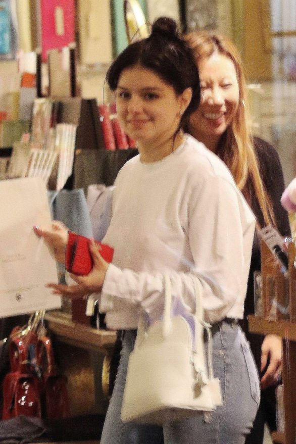 Ariel Winter - In jeans at a store in Los Angeles