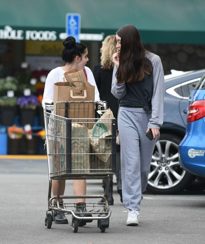 Ariel Winter in Jeans Shorts shopping -05