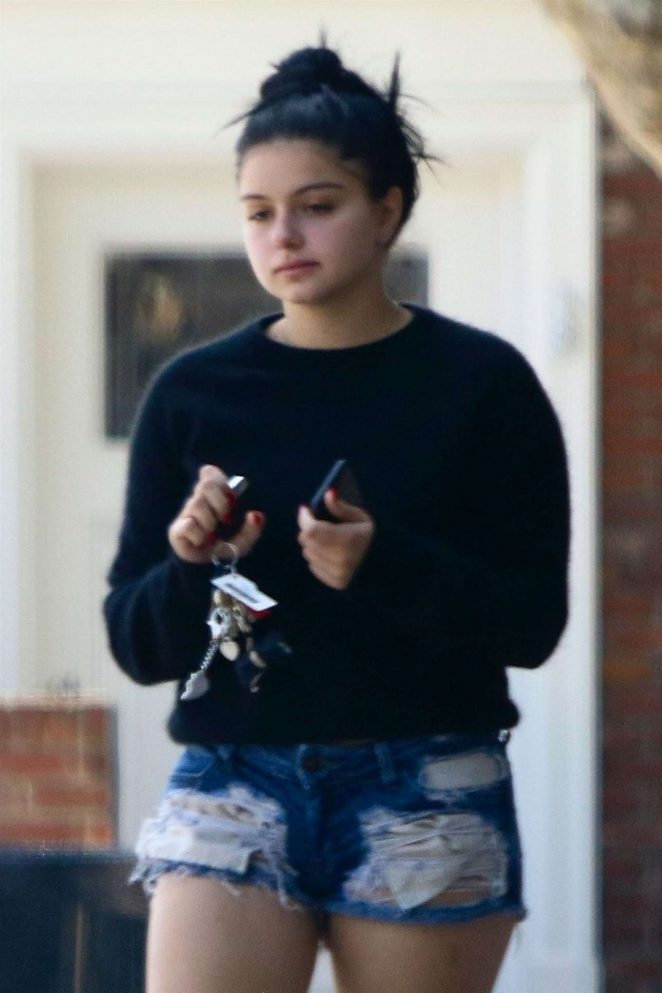 Ariel Winter in Short Shorts - Leaves a Dry Cleaners in Studio City