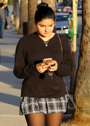 Ariel Winter in Short Skirt -07