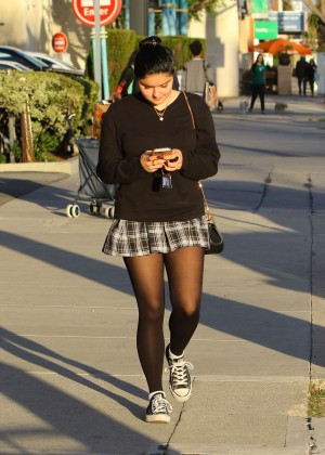 Ariel Winter in Short Skirt -08