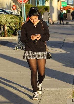Ariel Winter in Short Skirt -14