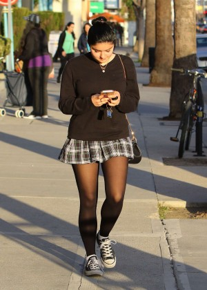 Ariel Winter in Short Skirt -19