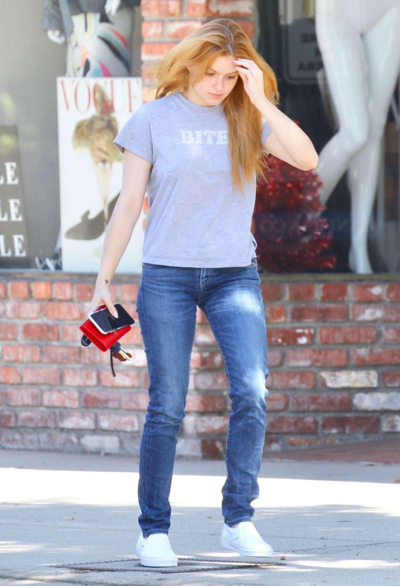 Ariel Winter - Leaves an Actors Studio class in Studio City