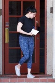 Ariel Winter - Leaves her acting class in Los Angeles