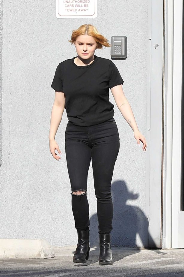 Ariel Winter - Leaving a studio in Los Angeles