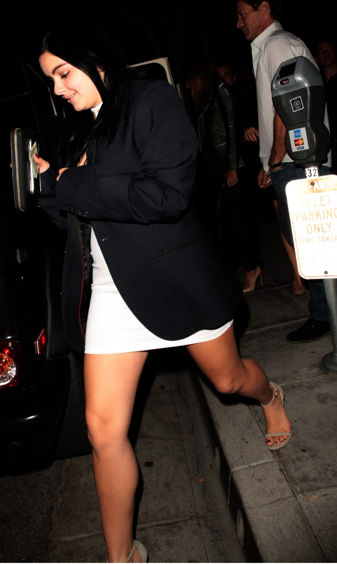 Ariel Winter – Leaving Mastro's Steakhouse in Beverly Hills