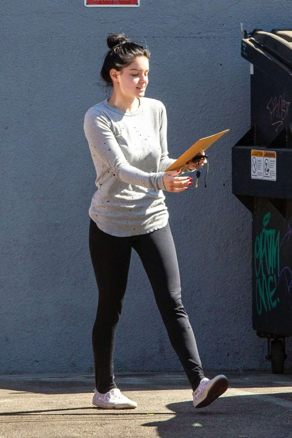 Ariel Winter in Tights meets up with Levi Meaden at a studio in North Hollywood