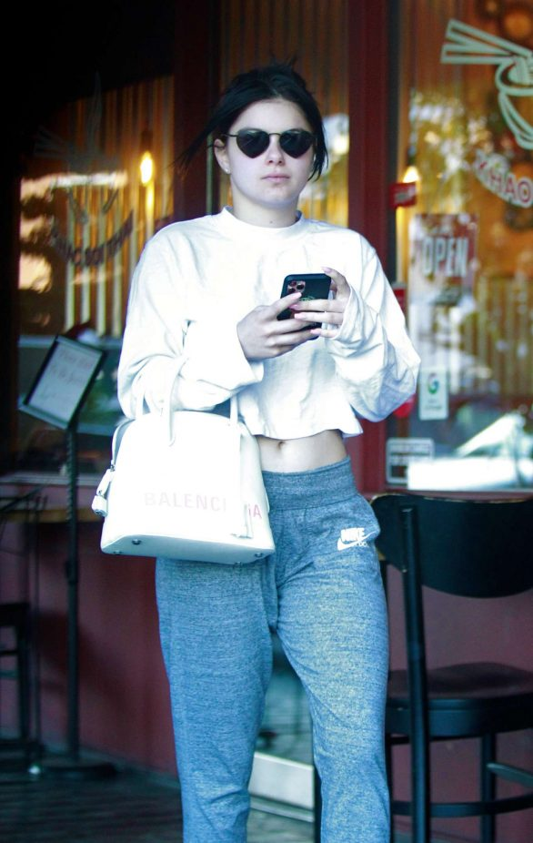 Ariel Winter - Out for coffee run in Los Angeles