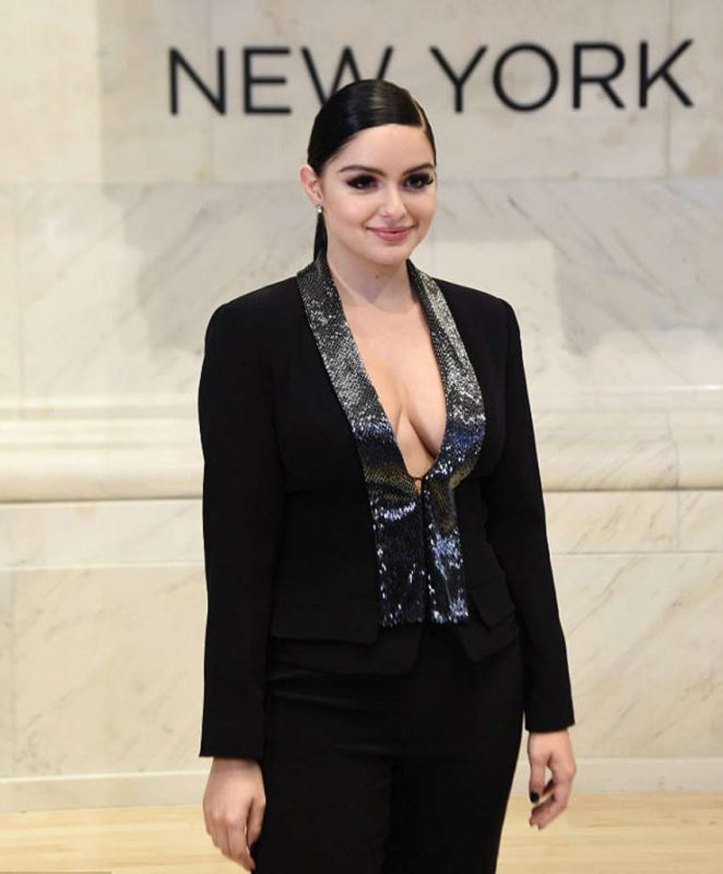 Ariel Winter – Ringing the bell at NYSE in NYC