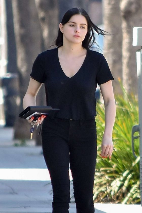 Ariel Winter - Stops by Gray Studios in Studio City