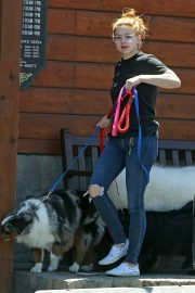 Ariel Winter - Takes her dog's to the vet in Sherman Oaks