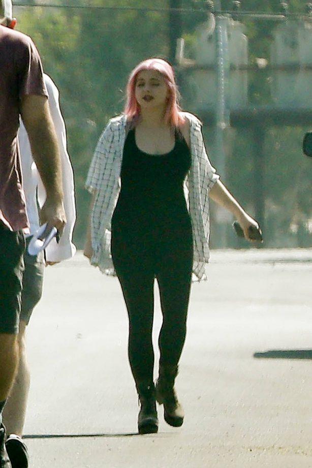 Ariel Winter - Walk with friends in Los Angeles