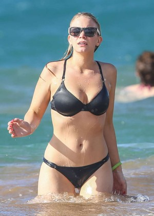Ariella Nicole in Bikini with Johnny Galecki on the Beach in Maui