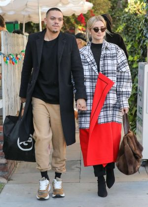 Ashlee Simpson and Evan Ross - Leaving The Ivy in West Hollywood