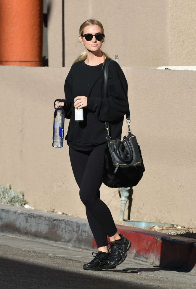 Ashlee Simpson - Arrives at Tracy Anderson gym in Los Angeles