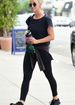Ashlee Simpson - Goes to Tracey Anderson Gym in Los Angeles