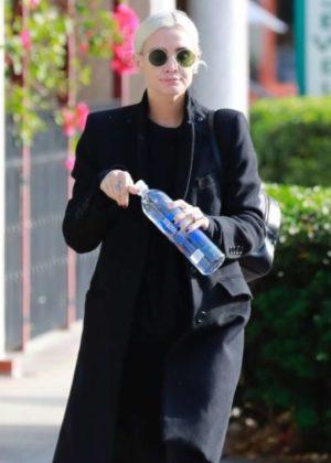 Ashlee Simpson - Heading the gym in Studio City