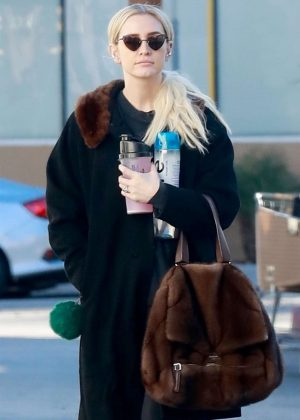 Ashlee Simpson - Heads to the gym in Studio City