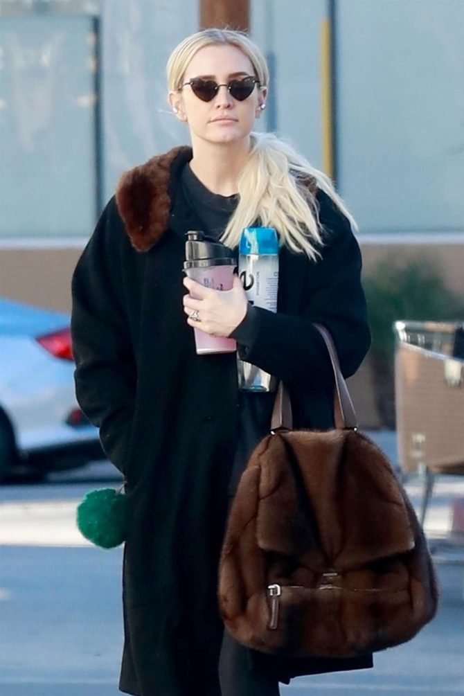 Ashlee Simpson – Heads to the gym in Studio City
