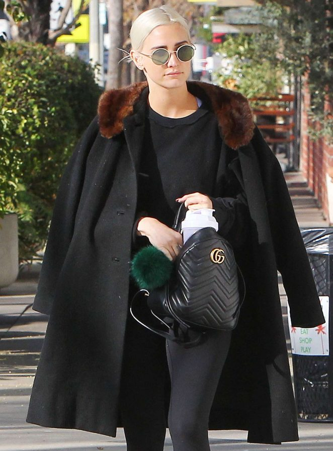Ashlee Simpson in Black out for a stroll in Los Angeles