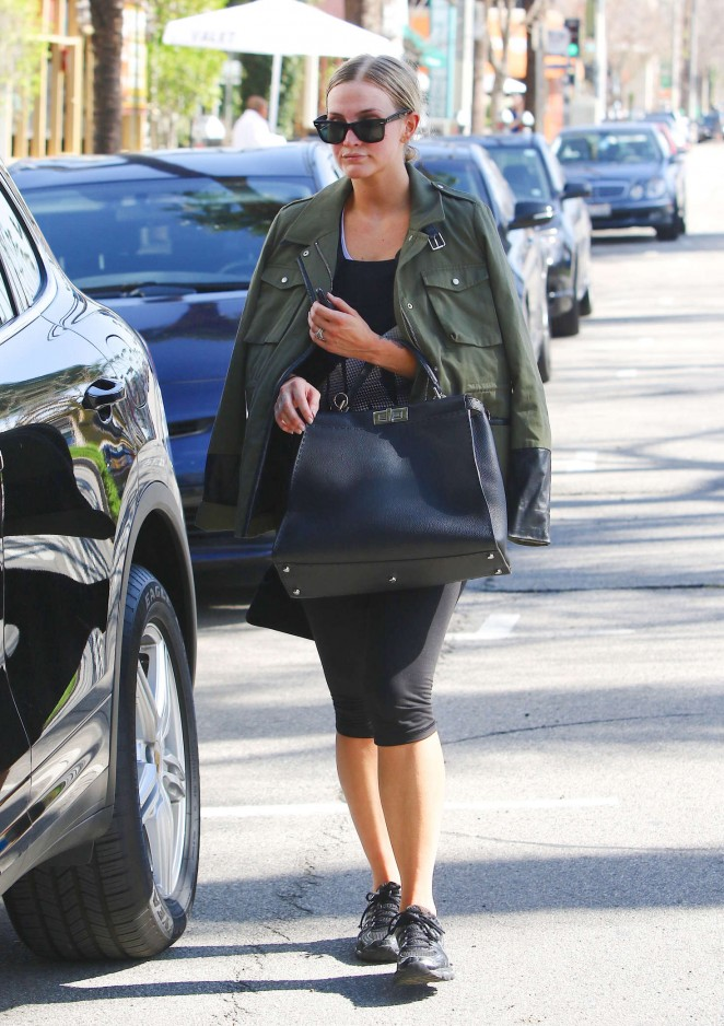 Ashlee Simpson in Leggings -01