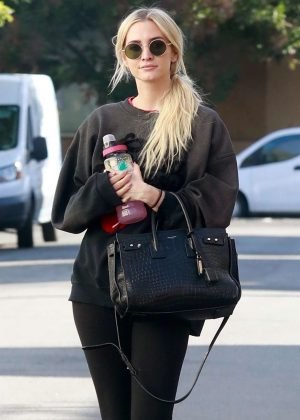 Ashlee Simpson in Tights - Out and about in Studio City