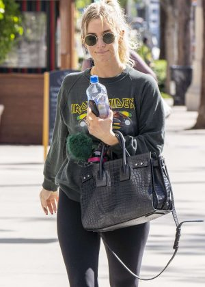 Ashlee Simpson - Leaves the gym in LA
