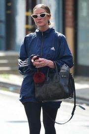 Ashlee Simpson - Leaves Tracy Anderson Gym in Studio City