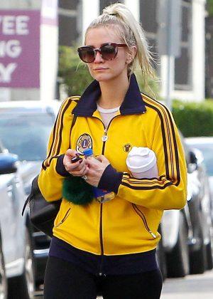Ashlee Simpson - Leaving the gym in LA