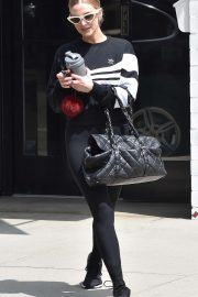 Ashlee Simpson - Leaving the gym in LA