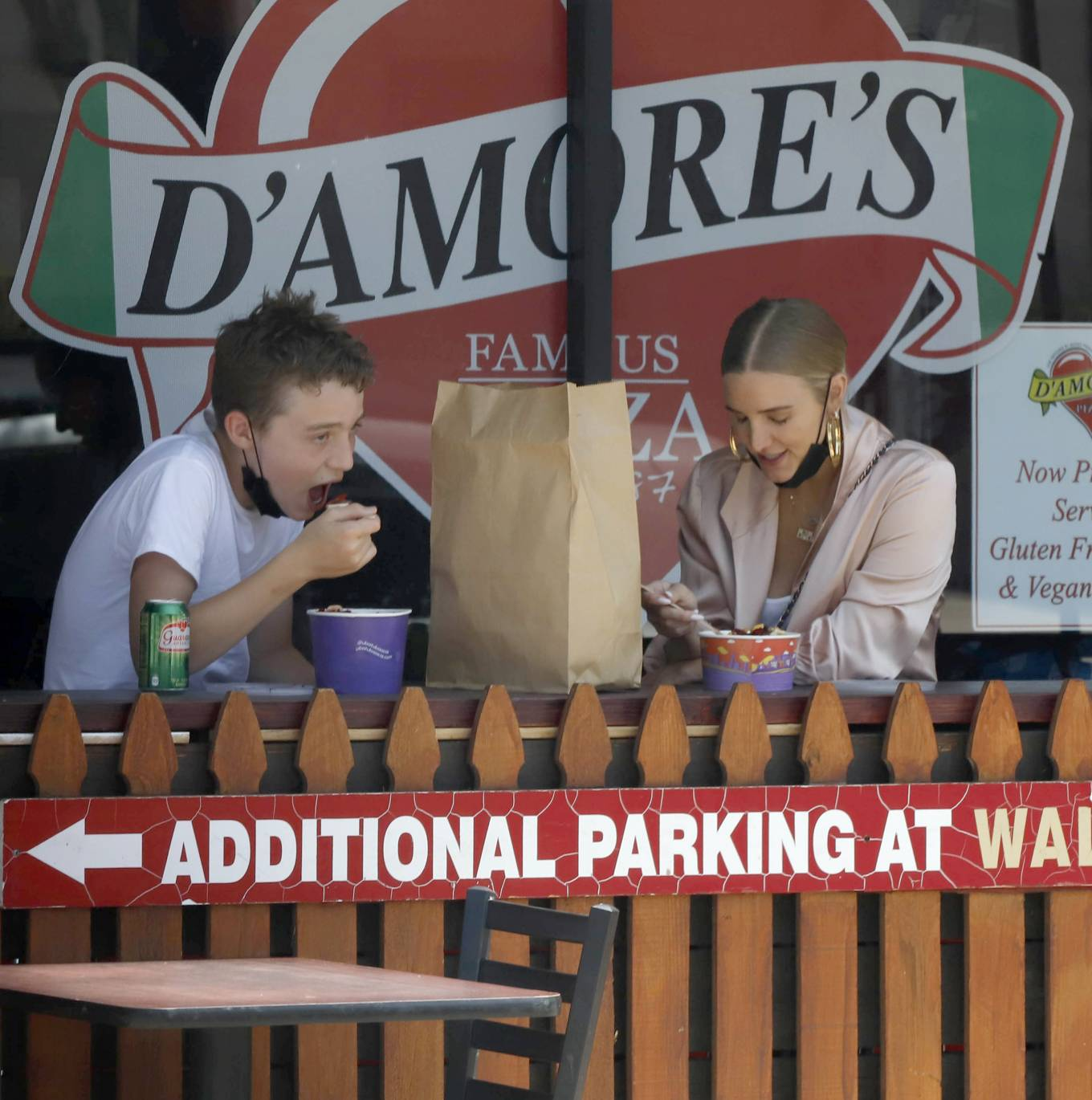 Ashlee Simpson - Out for lunch with her son in Los Angeles