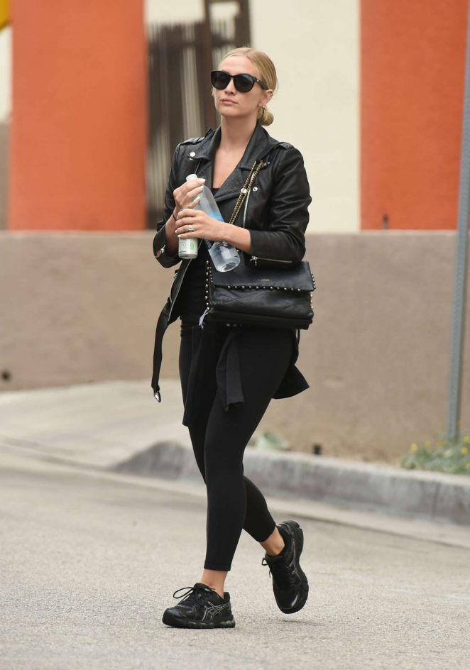 Ashlee Simpson out in LA