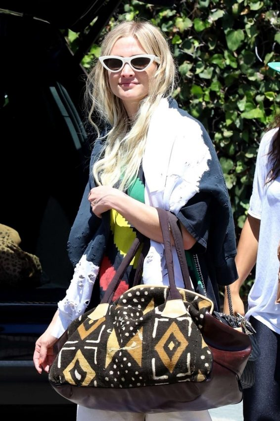 Ashlee Simpson - Out in Los Angeles