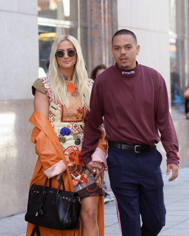 Ashlee Simpson - Out in New York