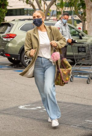 Ashlee Simpson - shopping at Gelson's Market in Encino