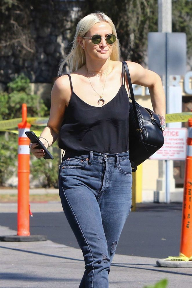 Ashlee Simpson - Shopping at Ralph's in Studio City