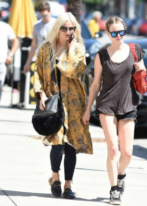Ashlee Simpson - Shopping candids at Urban Outfitters in Los Angeles