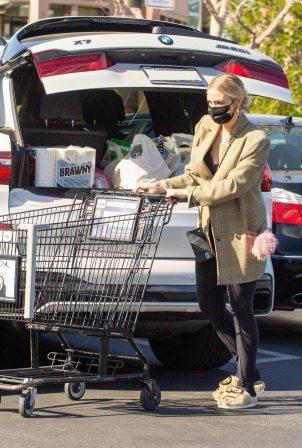Ashlee Simpson - Shopping candids in Encino