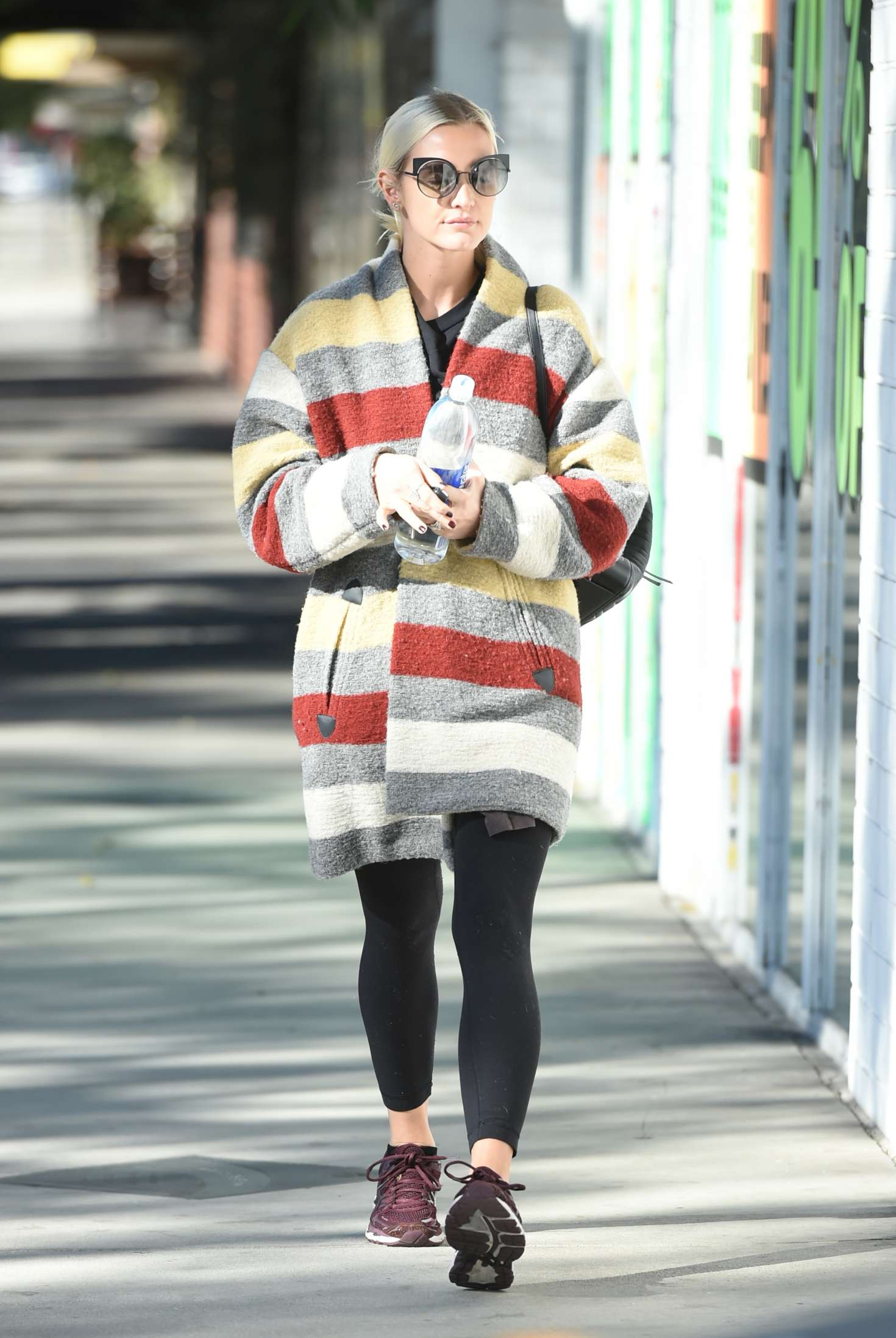 Ashlee Simpson 2017 : Ashlee Simpson wears a colorful coat to the gym -02