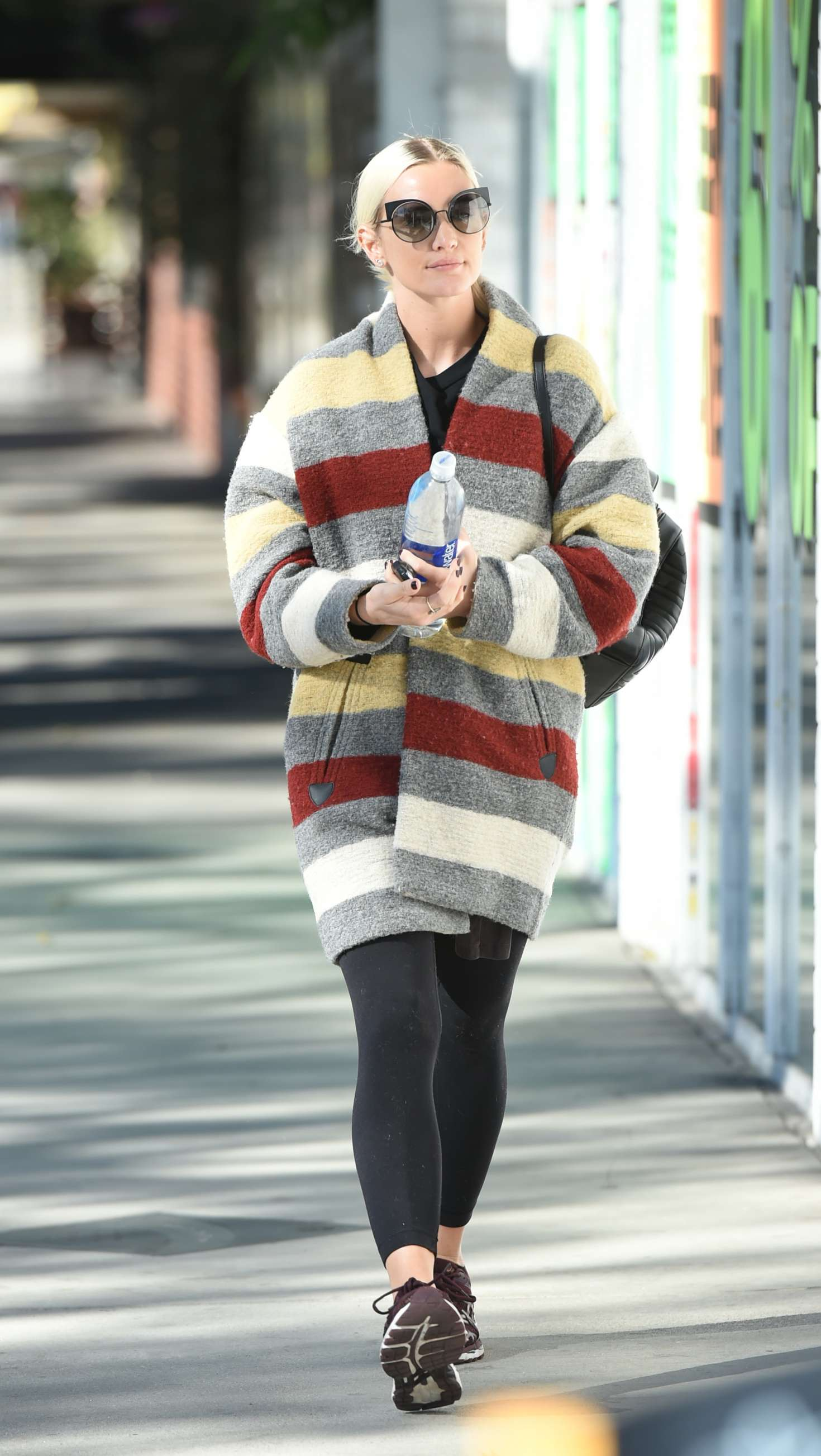 Ashlee Simpson 2017 : Ashlee Simpson wears a colorful coat to the gym -03
