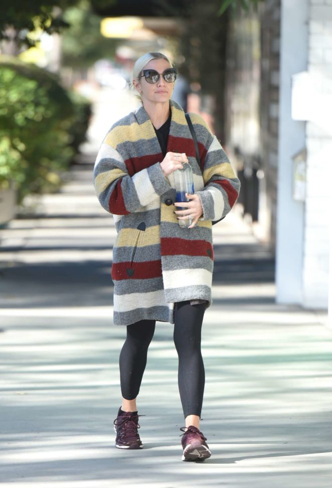 Ashlee Simpson 2017 : Ashlee Simpson wears a colorful coat to the gym -05
