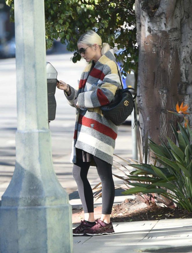 Ashlee Simpson wears a colorful coat to the gym -06