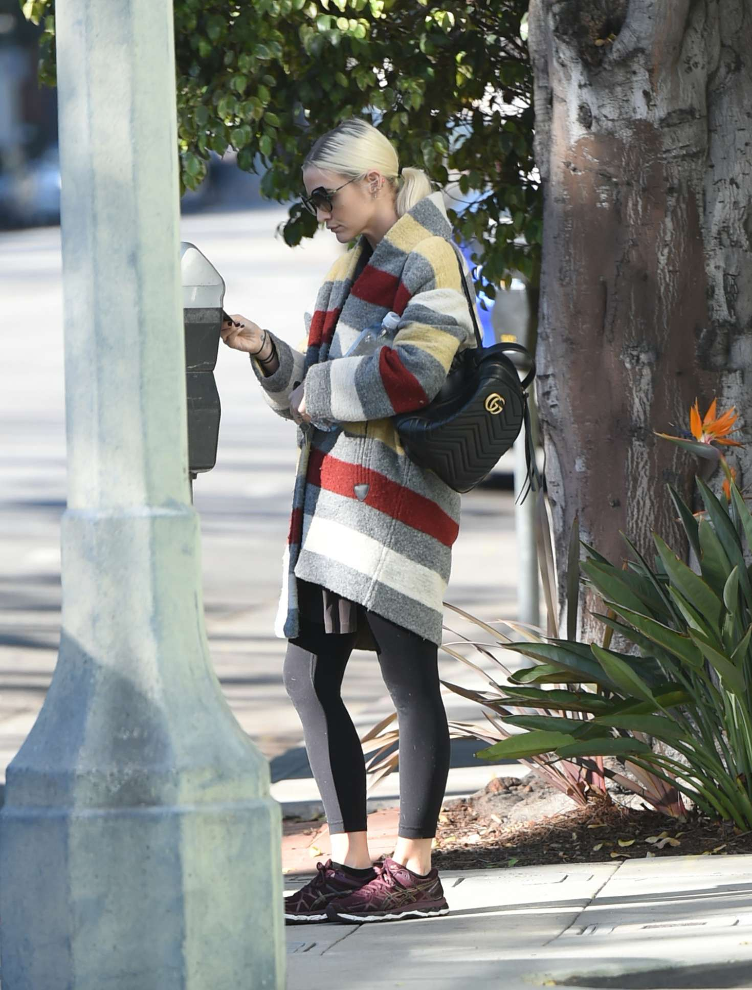Ashlee Simpson 2017 : Ashlee Simpson wears a colorful coat to the gym -06