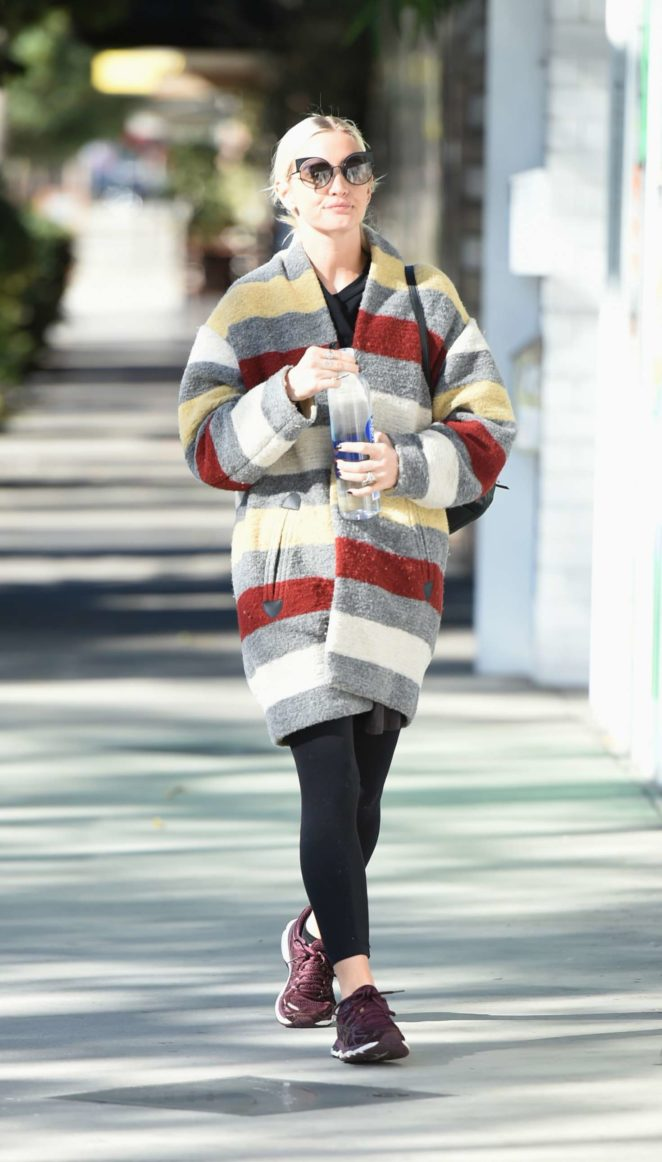 Ashlee Simpson 2017 : Ashlee Simpson wears a colorful coat to the gym -07