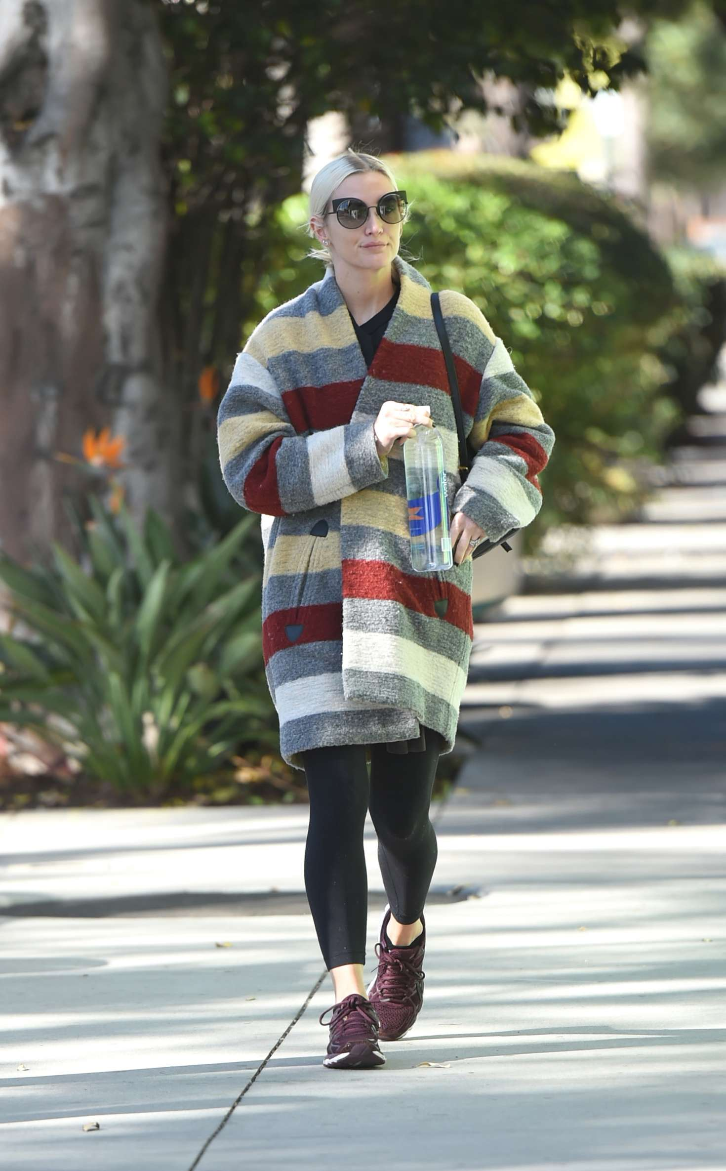 Ashlee Simpson 2017 : Ashlee Simpson wears a colorful coat to the gym -11